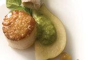 Sea Scallops, Green Salsa with California Raisins (Salsa de Pasitas Verdes) and Pears